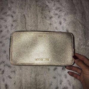 Michael Kors Bags - ✨Micheal Kors makeup bag